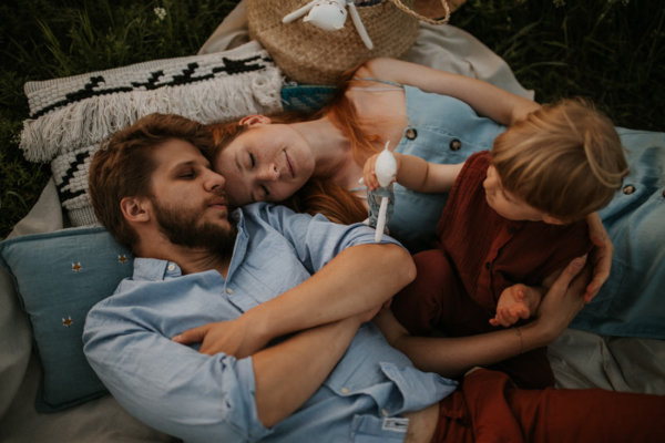 SYLWIA, MARCIN & ANTEK // FAMILY PHOTOSHOOT IN THE MEADOW